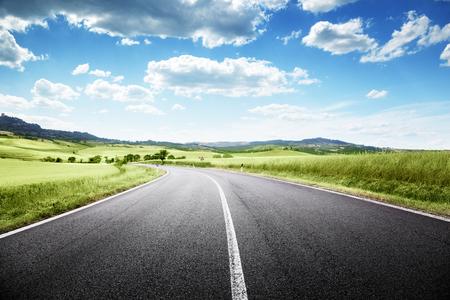 route: route goudronnée en Toscane, Italie Banque d'images