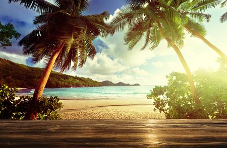 Strand en houten pier Stockfoto - 50578251