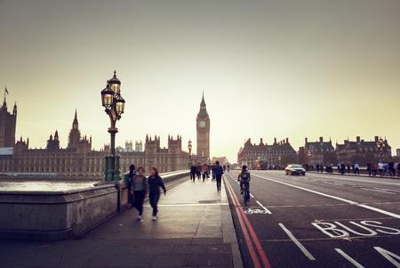 english bus: Westminster Bridge au coucher du soleil, Londres, Royaume-Uni