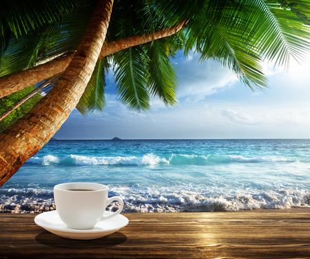 strand en een kopje koffie