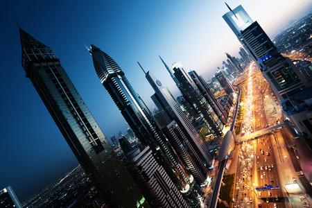 Horizonte de Dubai, en el tiempo de suspensión, Emiratos Árabes Unidos Foto de archivo - 55481771