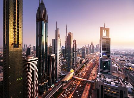 horizonte de Dubai, en el tiempo de suspensión, Emiratos Árabes Unidos