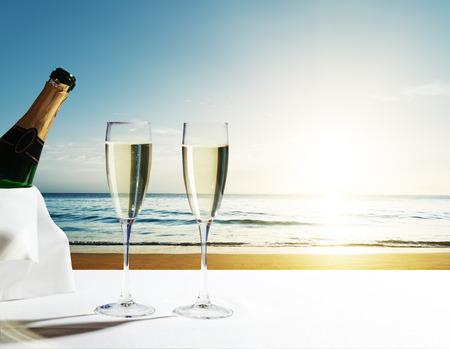 champaign Glasses and sunset on Seychelles beach Zdjęcie Seryjne - 56410924