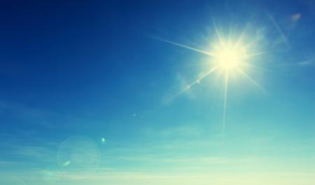푸른 하늘과 태양 스톡 콘텐츠