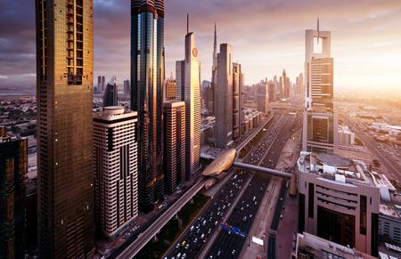 日没時間、アラブ首長国連邦のドバイのスカイライン 写真素材
