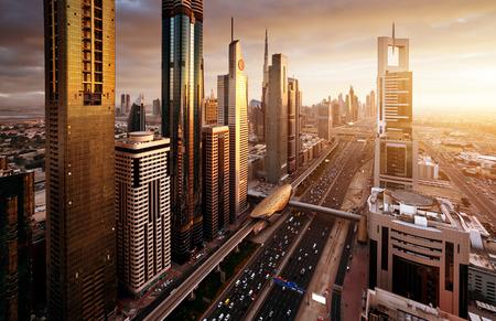 Dubai skyline nel momento del tramonto, Emirati Arabi Uniti Archivio Fotografico - 69070386