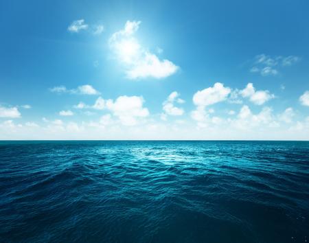 transparente: perfecto cielo y el océano tropical Foto de archivo