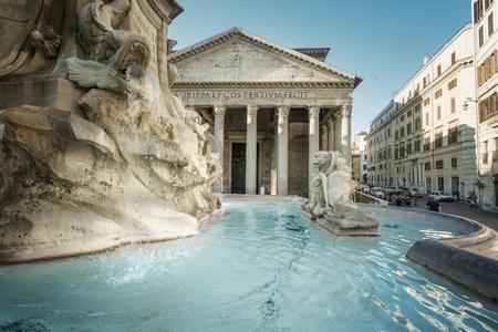 Fuente del Panteón, Roma, Italia Foto de archivo - 84828756