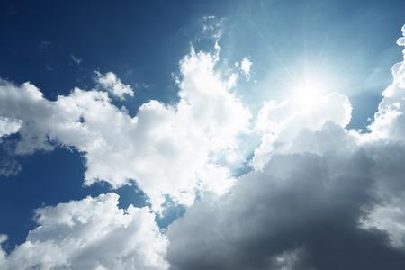 태양과 아름다운 구름 스톡 콘텐츠