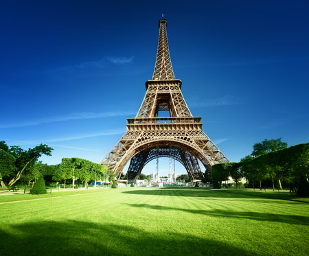 Eiffel tower in Paris, France Stock Photo - 89341140