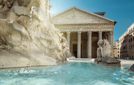 Fonte do Panteão, Roma, Itália Foto de archivo - 94113579
