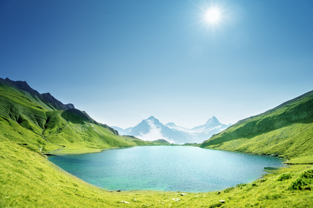 Schreckhorn i Wetterhorn z jeziora Bachalpsee, Oberland Berneński, Szwajcaria, Europa