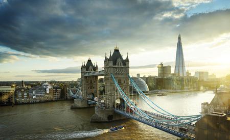 Tower Bridge en Londres, Reino Unido Editorial