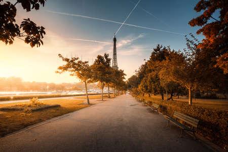 sunny morning, Paris, France 写真素材 - 155318130