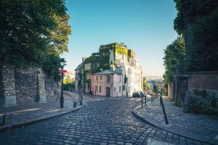 quarter Montmartre in Paris, France 写真素材 - 155740552