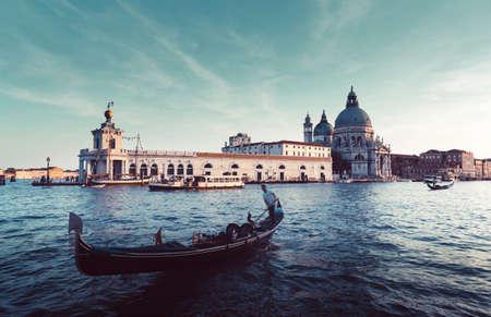 Gondola and Basilica Santa Maria della Salute, Venice, Italy 版權商用圖片