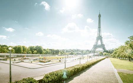sunny morning and Eiffel Tower, Paris, France Foto de archivo