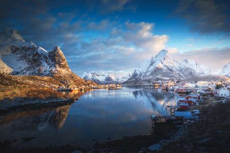 sunrise in Reine Village, Lofoten Islands, Norway 版權商用圖片