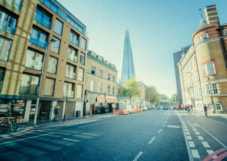 sunny streets of london, UK Foto de archivo