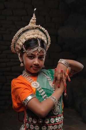 fille indienne: Cute petite fille indienne dans la pose avenante Banque d'images
