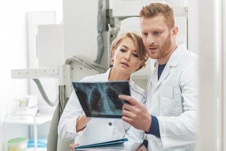 thorax: Interested medical advisors working in clinic Stock Photo