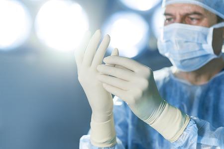 防護服に身を包んだ集中外科医 写真素材