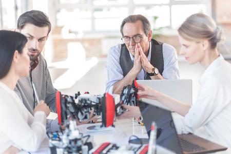 Professionele teamcommunicatie op kantoor Stockfoto