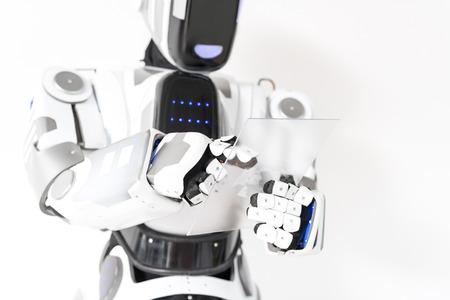 Le robot positif travaille avec concentration Banque d'images - 80475666