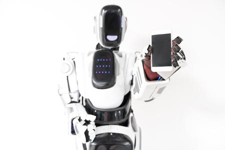スマート ロボットは彼のガジェットを持っています。 写真素材
