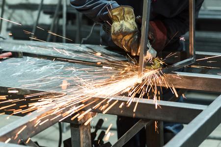 고도로 숙련 된 능동형 노동자는 자신의 직업에서 바쁘다. 스톡 콘텐츠