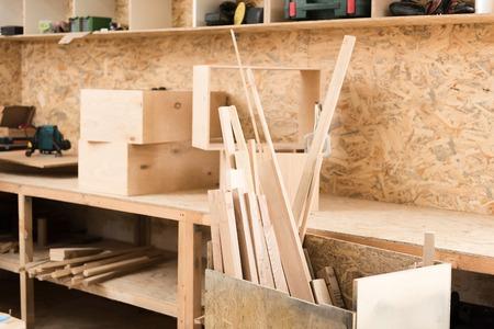 Salle de travail du bois avec équipement professionnel Banque d'images - 81368605