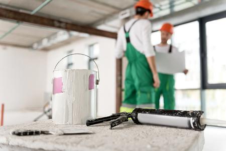 Dye tin with plug-driving gun in apartment Stock Photo