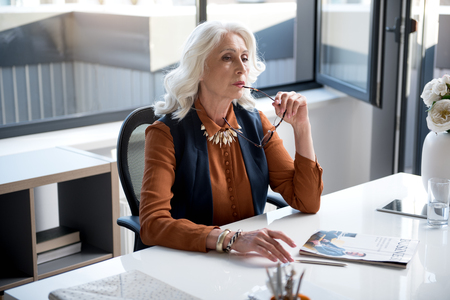 Serious old lady is laboring in office Фото со стока - 89053734