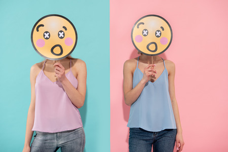 Waist up of two shocked female people posing in blue and pink t shirts of the same style 스톡 콘텐츠 - 102284111