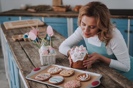 Young woman enjoying a scent of delicious bakery Imagens