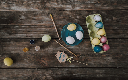 Top view of dyeing eggs on wooden table 写真素材