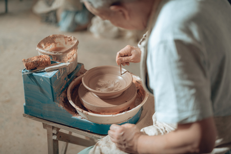 High angle of Caucasian craftsman working in potters studio 版權商用圖片