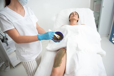 Top angle of anti-age mud wrapping procedure