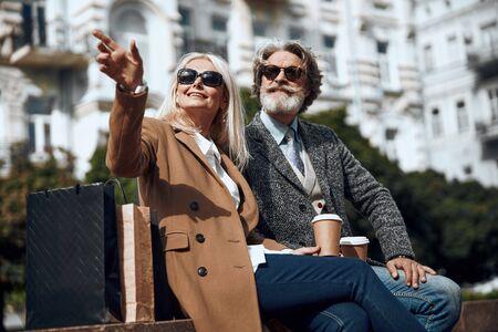 Couple in glasses on sunny day stock photo 版權商用圖片 - 128763892