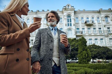 Hot coffee for smiling mature couple stock photo 版權商用圖片