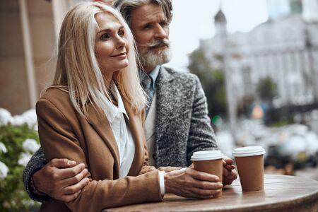 Peaceful couple with coffee looking away stock photo 版權商用圖片 - 128764145