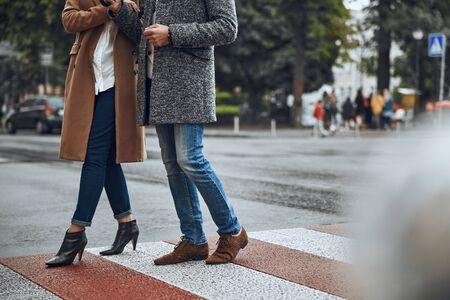 Couple walking on the zebra crossing stock photo 版權商用圖片