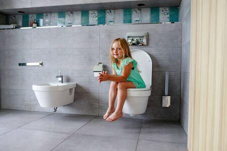Kinder Toilette Toilette M/ädchen Baby T/öpfchen Pee Basin Toiletten