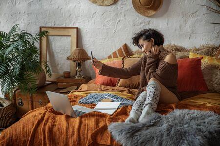 Pretty smiling woman is making selfie in bedroom Zdjęcie Seryjne