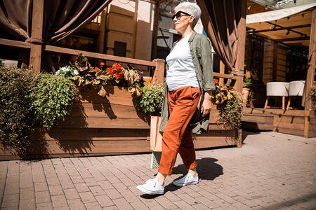 Stylish elderly woman walking on the street 版權商用圖片