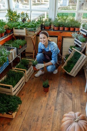 Happy Caucasian young woman botanist smiling heartily Stockfoto