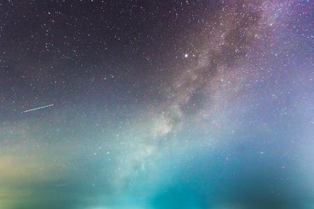 abstract lange blootstelling van de Melkweg in de achtergrond van de nachthemel