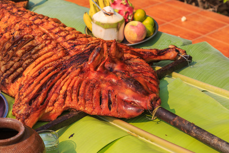broiling: crispy grilled suckling pig on banana leaves Stock Photo