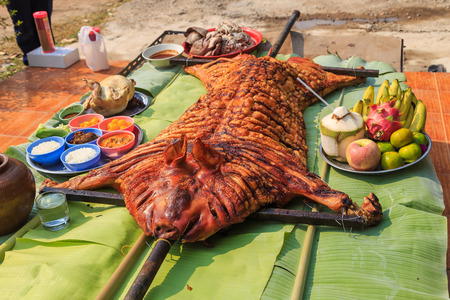 skinning: crispy grilled suckling pig on banana leaves Stock Photo