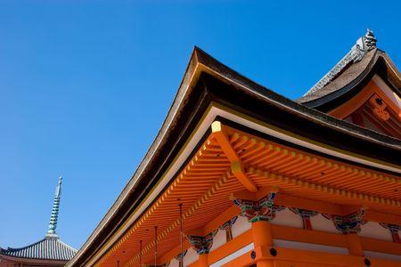 明るいオレンジ rooves と京都の清水寺の軒を借りた。